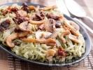 Рецепта Оризови спагети с гъби, сушени домати и босилеково песто